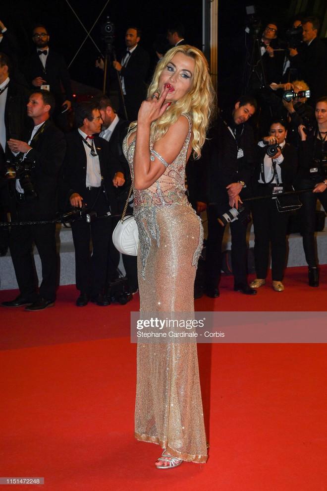 Thảm đỏ LHP Cannes ngày 11: Lại xuất hiện đối thủ hở bạo giống Ngọc Trinh, mải diễn mà chẳng ai đoái hoài - Ảnh 12.
