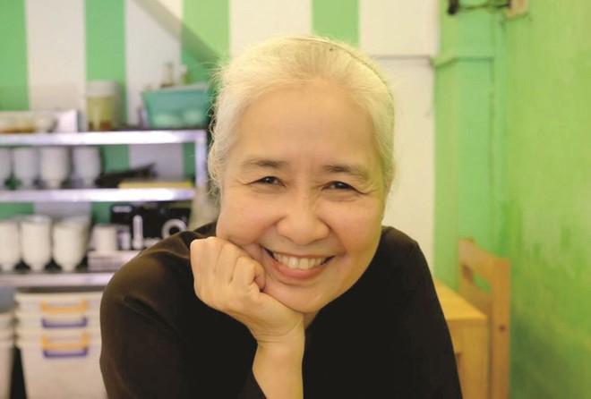Nguyễn Dzoãn Cẩm Vân - huyền thoại màn ảnh nhỏ giúp thổi lửa bao gian bếp gia đình Việt bất ngờ xuất gia ở tuổi 65 - Ảnh 3.