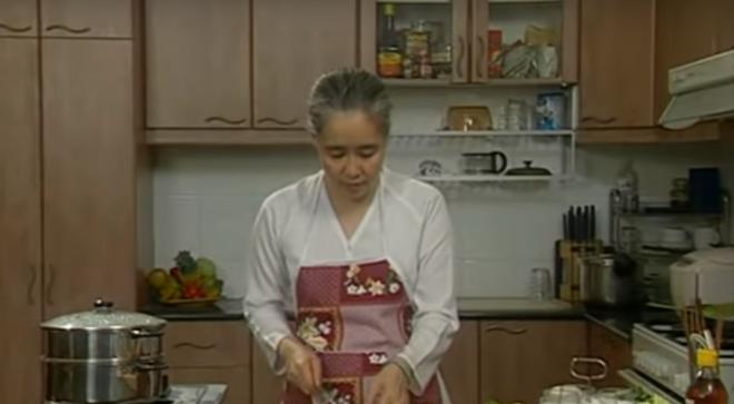 Nguyễn Dzoãn Cẩm Vân - huyền thoại màn ảnh nhỏ giúp thổi lửa bao gian bếp gia đình Việt bất ngờ xuất gia ở tuổi 65 - Ảnh 5.