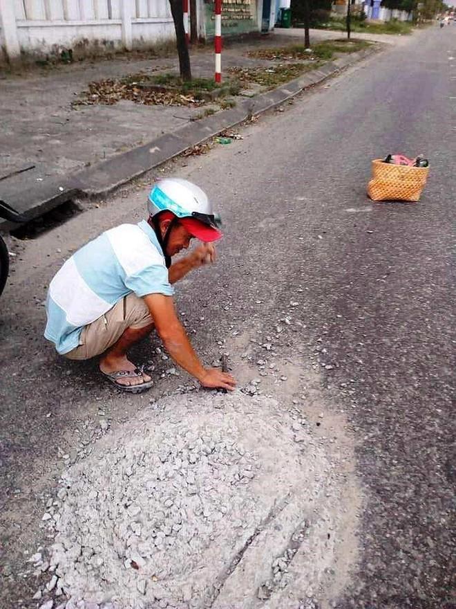 Người đàn ông đục bê tông trên đường chia sẻ việc mình làm  - Ảnh 2.
