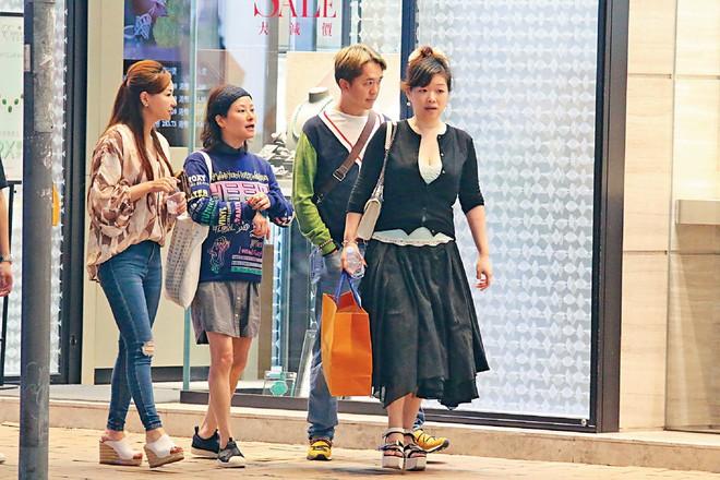 Chuyện kỳ lạ của sao phim Châu Tinh Trì: Sống với 3 người vợ, không sinh con, tranh tài sản với mẹ ruột - Ảnh 4.