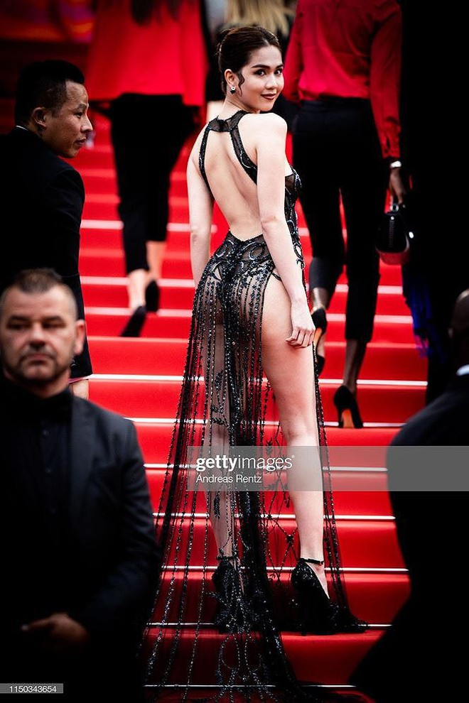 Những bộ cánh mặc như không phản cảm nhất tại Liên hoan phim Cannes lần thứ 72 - Ảnh 1.