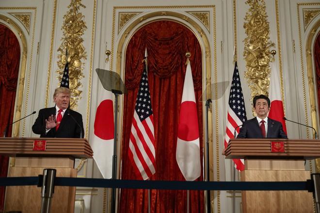 Vừa khen vừa bênh vực ông Kim Jong Un, ông Trump khiến đồng minh quan trọng chết lặng - Ảnh 1.