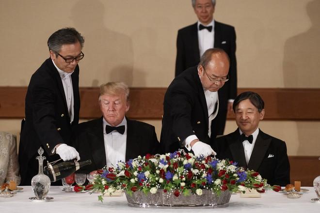 Vừa khen vừa bênh vực ông Kim Jong Un, ông Trump khiến đồng minh quan trọng chết lặng - Ảnh 2.