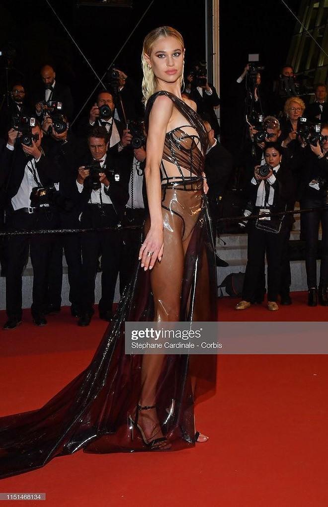 Những bộ cánh mặc như không phản cảm nhất tại Liên hoan phim Cannes lần thứ 72 - Ảnh 11.