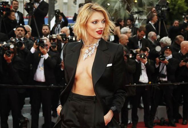 Những bộ cánh mặc như không phản cảm nhất tại Liên hoan phim Cannes lần thứ 72 - Ảnh 19.