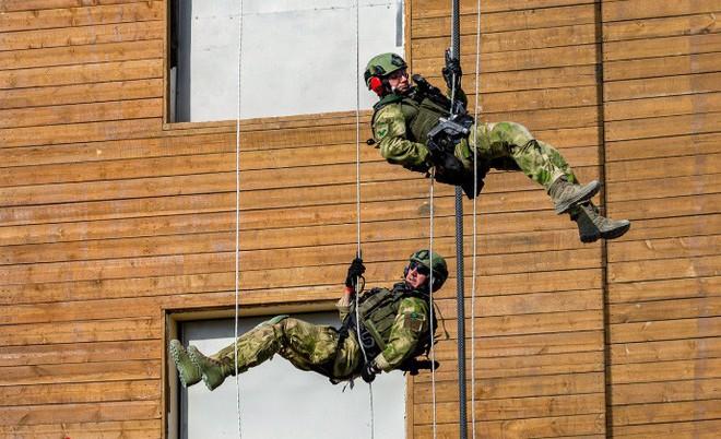 Quy trình huấn luyện chống khủng bố khắc nghiệt của đặc nhiệm Nga - Ảnh 3.