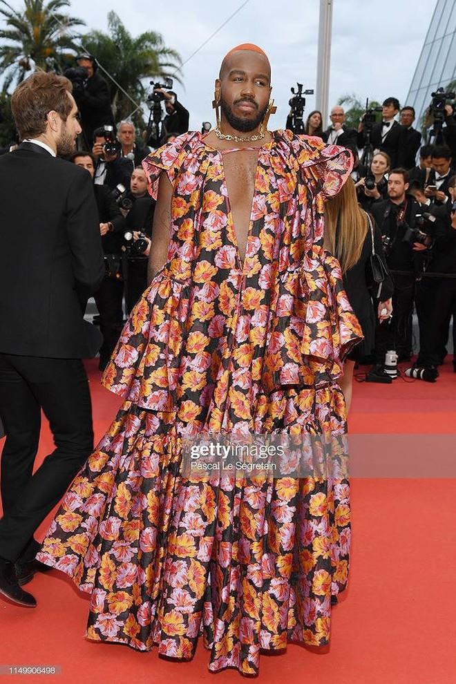 Những bộ cánh mặc như không phản cảm nhất tại Liên hoan phim Cannes lần thứ 72 - Ảnh 21.