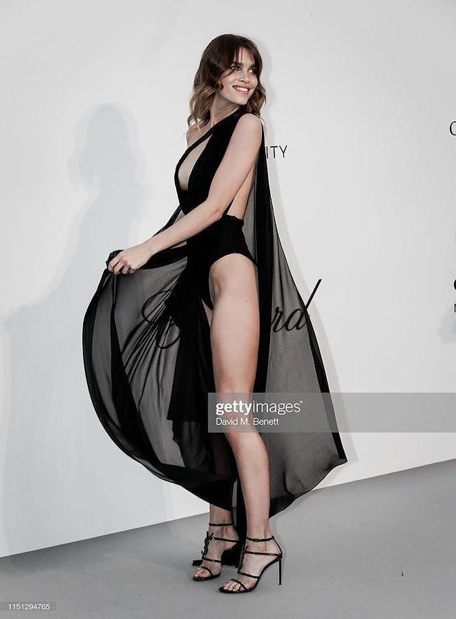 Những bộ cánh mặc như không phản cảm nhất tại Liên hoan phim Cannes lần thứ 72 - Ảnh 6.