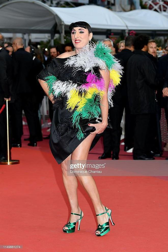 Những bộ cánh mặc như không phản cảm nhất tại Liên hoan phim Cannes lần thứ 72 - Ảnh 7.