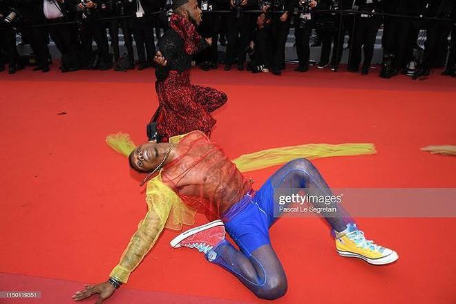 Những bộ cánh mặc như không phản cảm nhất tại Liên hoan phim Cannes lần thứ 72 - Ảnh 8.
