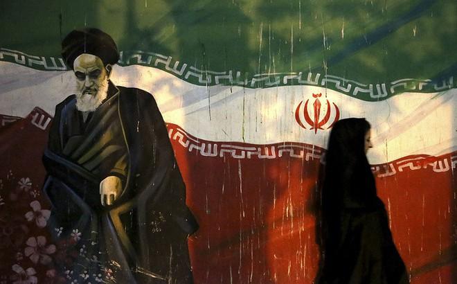"""Bí mật xây cảng quân sự gần căn cứ Nga ở Syria, Iran lộ rõ tham vọng """"qua mặt"""" Moskva?"""