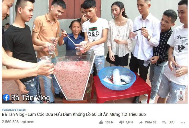 Con trai Bà Tân Vê Lốc muốn mẹ làm youtube để không phải xách vữa, giải đáp thắc mắc về thu nhập khủng - Ảnh 3.
