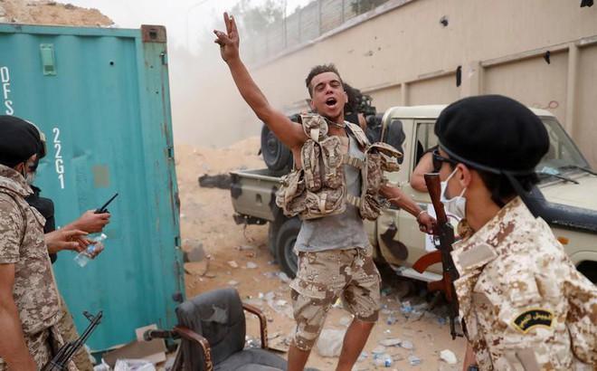 24h qua ảnh: Quân đội chính phủ Libya ăn mừng chiến thắng