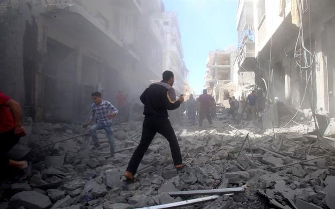 Ồ ạt không kích ác liệt vào Idlib và khu vực Tây Bắc, quân đội Syria đạt mục tiêu mới - Ảnh 1.