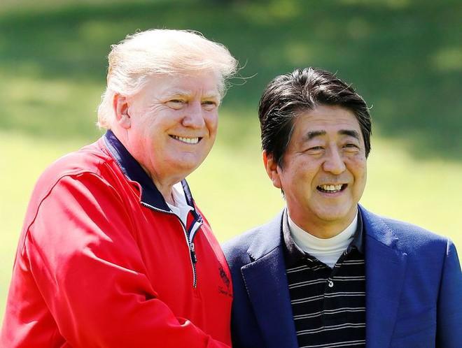 Thủ tướng Nhật tranh thủ tối đa để tận lợi hết mức từ ông Trump: Mối lo từ bài học nhãn tiền của TQ? - Ảnh 1.