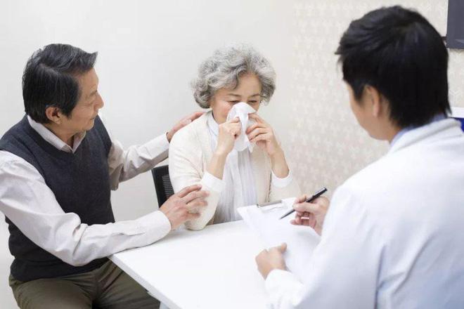 2 vợ chồng cùng mắc bệnh ung thư phổi: Lời cảnh tỉnh tới những người chồng đang bào mòn sức khỏe của người thân vì thói quen độc hại - Ảnh 2.