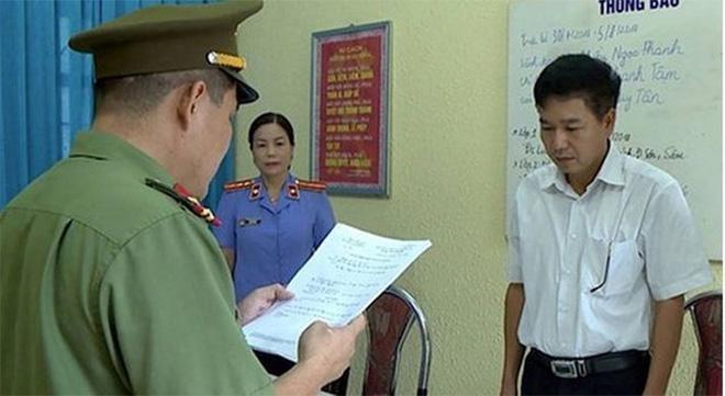 Bị triệu tập liên quan đến gian lận điểm thi, Giám đốc Sở GD&ĐT Sơn La thừa nhận sai rồi lại thay đổi lời khai - Ảnh 2.
