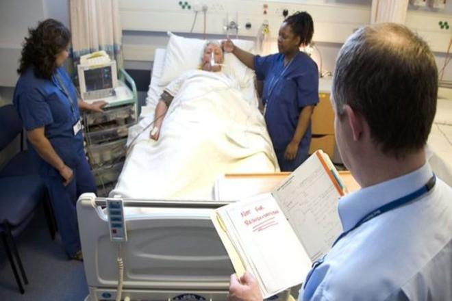 2 lần nỗ lực cứu sống bệnh nhân, bệnh viện và bác sĩ không được đền ơn còn phải bồi thường gần 10 tỷ đồng vì lý do không ai ngờ được - Ảnh 1.