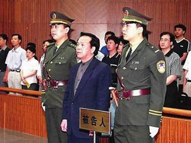 40 quan chức tề tựu: Hồ sơ vụ án của vợ Mao Trạch Đông tính bằng thùng, có chuyên án như phim hành động - Ảnh 1.