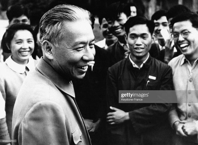 40 quan chức tề tựu: Hồ sơ vụ án của vợ Mao Trạch Đông tính bằng thùng, có chuyên án như phim hành động - Ảnh 3.