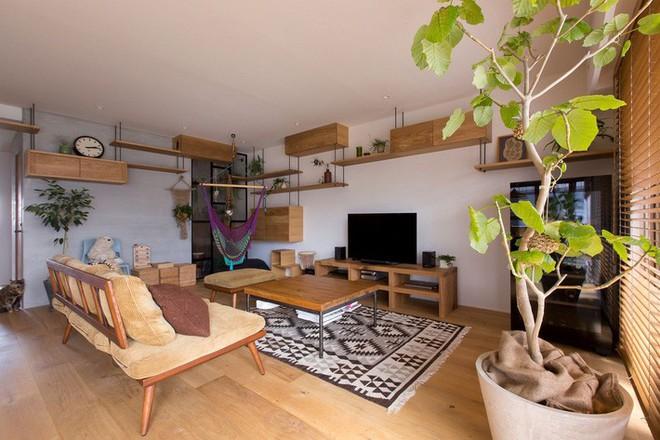 Căn hộ 85m² đẹp dịu dàng và ấm áp với màu gỗ của gia đình trẻ ở Nhật Bản - Ảnh 3.