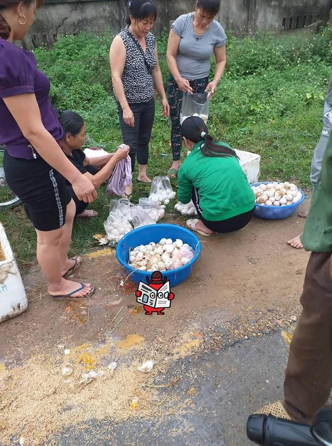 Cô bán trứng gặp nạn trên đường và cử chỉ đẹp của những người xung quanh  - Ảnh 1.
