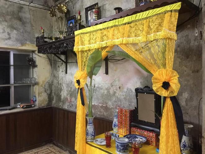 Xuân Bắc ngồi thẫn thờ trong căn nhà xuống cấp của đồng nghiệp bị tai nạn thảm khốc - Ảnh 2.