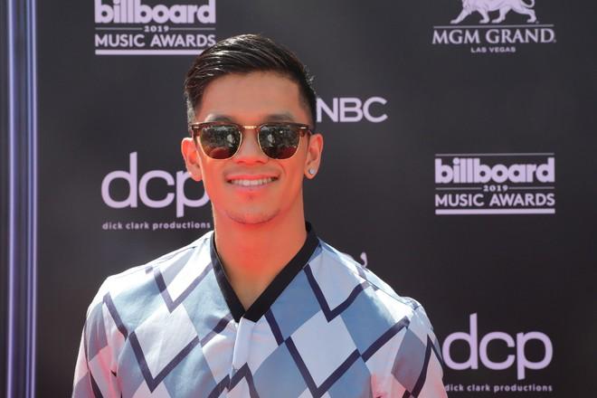 Trọng Hiếu mặc hàng hiệu, xuất hiện trên thảm đỏ Billboard Music Awards 2019 - Ảnh 2.