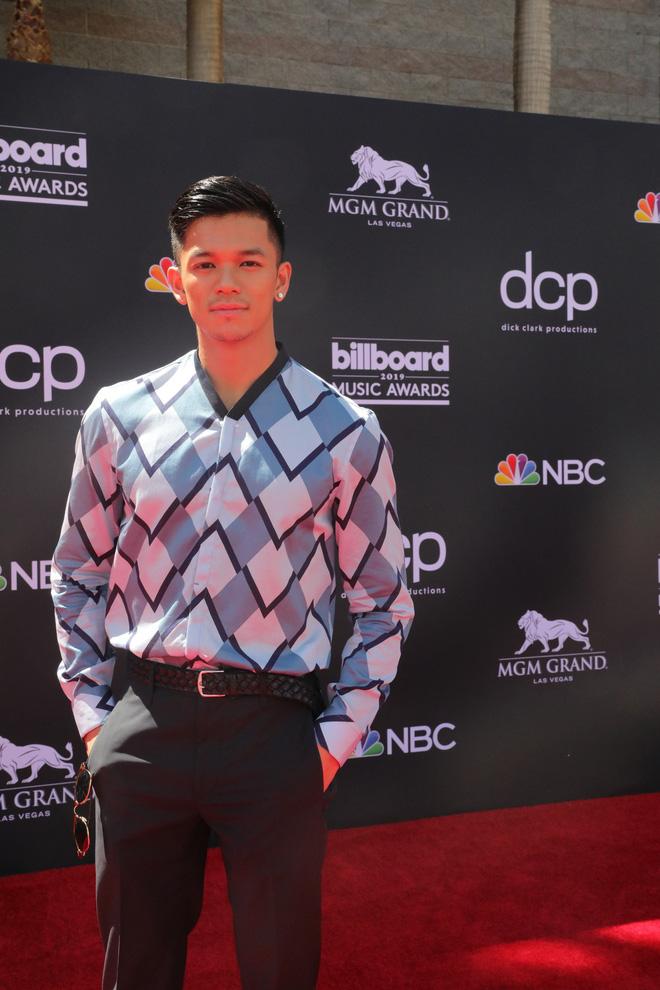 Trọng Hiếu mặc hàng hiệu, xuất hiện trên thảm đỏ Billboard Music Awards 2019 - Ảnh 3.