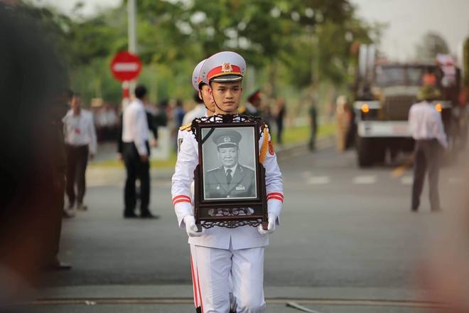 Lễ an táng cố Chủ tịch nước Lê Đức Anh ở TP Hồ Chí Minh - Ảnh 18.