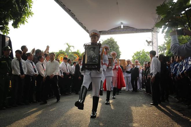 Lễ an táng cố Chủ tịch nước Lê Đức Anh ở TP Hồ Chí Minh - Ảnh 19.
