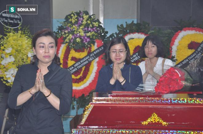Hàng nghìn người oà khóc trong đám tang đông chưa từng có tiễn đưa cô giáo bị xe Mercedes đâm tử vong ở hầm Kim Liên - Ảnh 8.