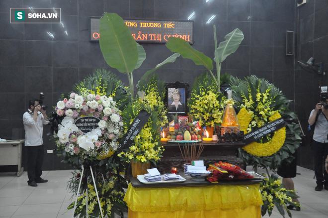 Nghìn người oà khóc khi nghe bài thơ Tiễn bạn trong lễ tang nữ giáo viên bị xe đâm tử vong - Ảnh 1.