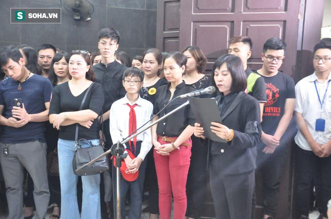 Hàng nghìn người oà khóc trong đám tang đông chưa từng có tiễn đưa cô giáo bị xe Mercedes đâm tử vong ở hầm Kim Liên - Ảnh 23.