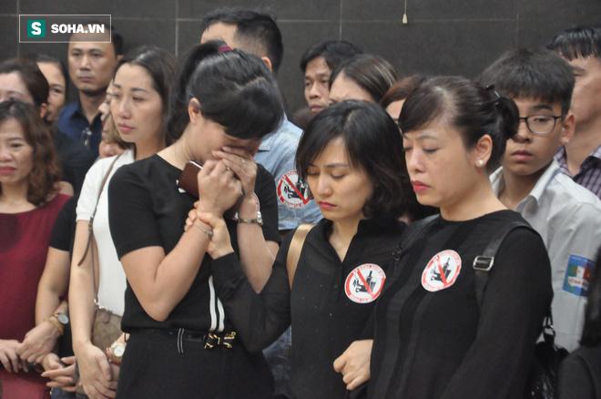 Hàng nghìn người oà khóc trong đám tang đông chưa từng có tiễn đưa cô giáo bị xe Mercedes đâm tử vong ở hầm Kim Liên - Ảnh 24.