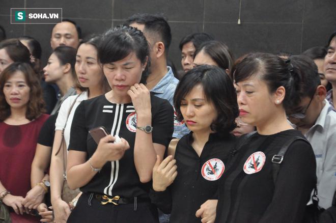 Hàng nghìn người oà khóc trong đám tang đông chưa từng có tiễn đưa cô giáo bị xe Mercedes đâm tử vong ở hầm Kim Liên - Ảnh 5.