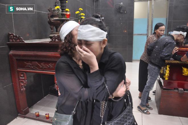 Hàng nghìn người oà khóc trong đám tang đông chưa từng có tiễn đưa cô giáo bị xe Mercedes đâm tử vong ở hầm Kim Liên - Ảnh 28.
