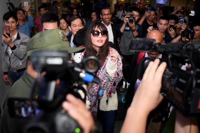 Đoàn Thị Hương trở về Việt Nam sau 2 năm bị bắt ở Malaysia - Ảnh 6.