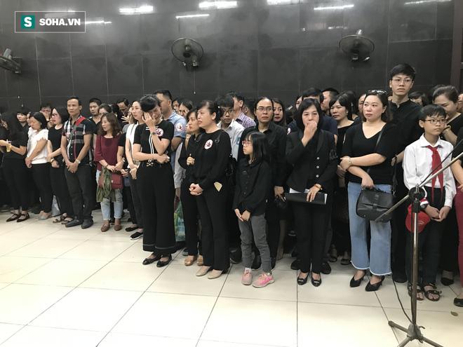 Hàng nghìn người oà khóc trong đám tang đông chưa từng có tiễn đưa cô giáo bị xe Mercedes đâm tử vong ở hầm Kim Liên - Ảnh 25.