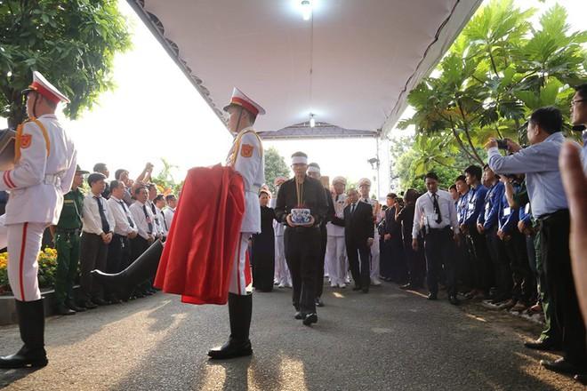 Lễ an táng cố Chủ tịch nước Lê Đức Anh ở TP Hồ Chí Minh - Ảnh 8.