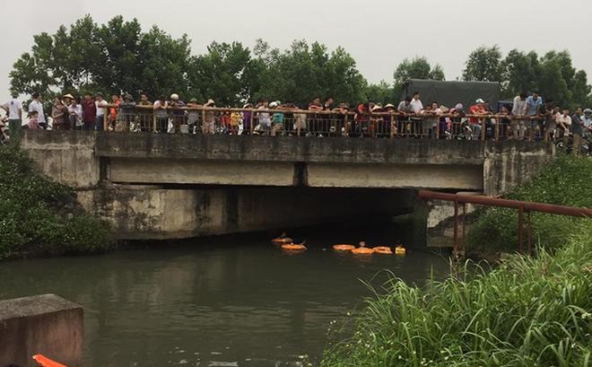 Hàng chục nhân viên cứu hộ lặn tìm nữ sinh lớp 8 giả nhảy sông tự tử