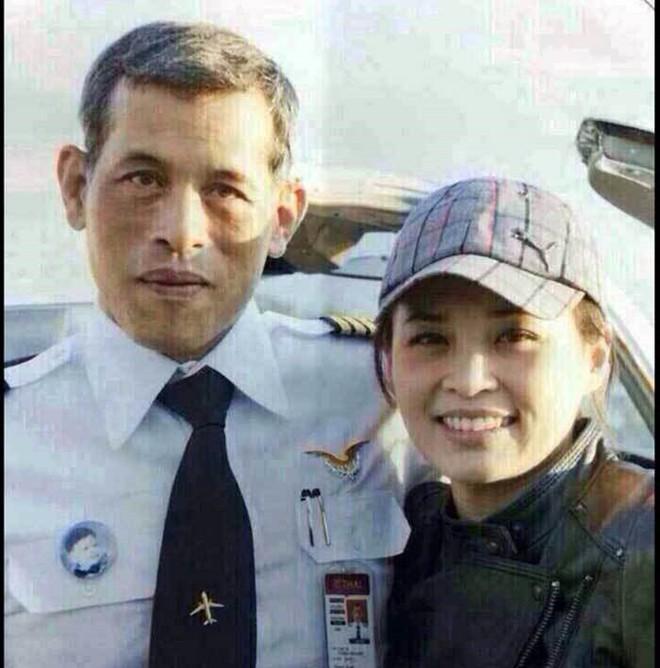Ảnh: Vẻ đẹp của nữ tướng vừa được sắc phong làm Hoàng hậu Thái Lan - Ảnh 2.