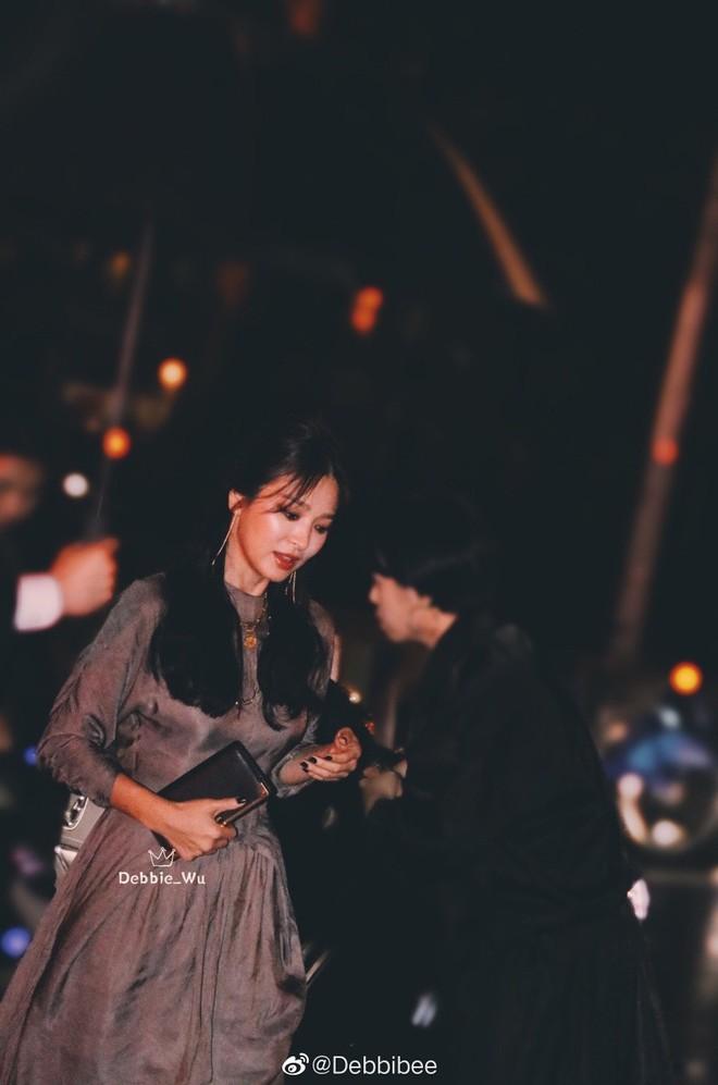 Ngỡ ngàng với diện mạo của Song Hye Kyo ở đất Mỹ: Bánh bèo quốc dân đã thoát xác rồi! - Ảnh 2.