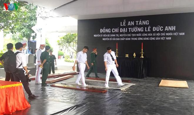 Lễ an táng cố Chủ tịch nước Lê Đức Anh ở TP Hồ Chí Minh - Ảnh 45.