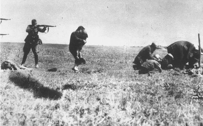 Bức ảnh lột tả tội ác quân phát xít Đức xử bắn người Do Thái Ukraine