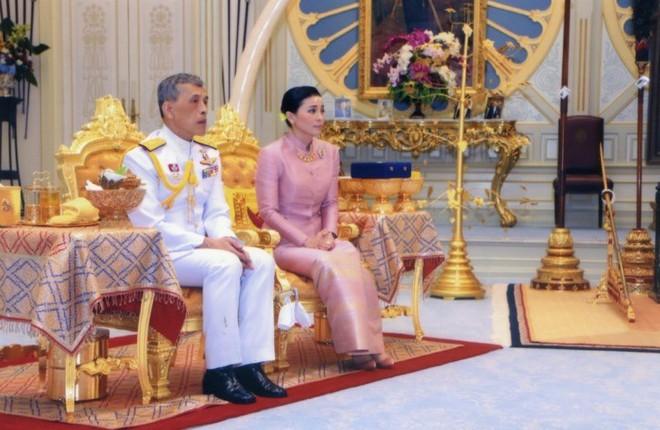 Ảnh: Vẻ đẹp của nữ tướng vừa được sắc phong làm Hoàng hậu Thái Lan - Ảnh 14.