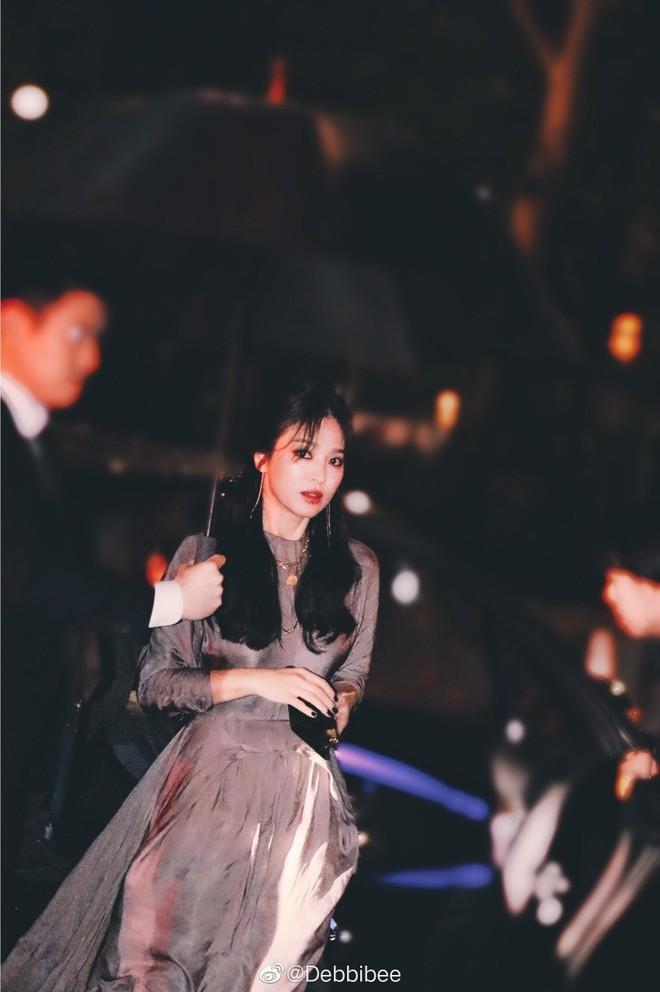 Ngỡ ngàng với diện mạo của Song Hye Kyo ở đất Mỹ: Bánh bèo quốc dân đã thoát xác rồi! - Ảnh 3.