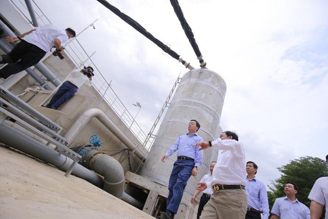 Ông Dũng lò vôi uống nước thải đã xử lý trước mặt Bộ trưởng TN-MT - Ảnh 6.