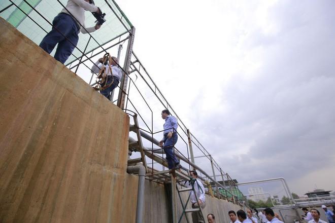 Ông Dũng lò vôi uống nước thải đã xử lý trước mặt Bộ trưởng TN-MT - Ảnh 7.